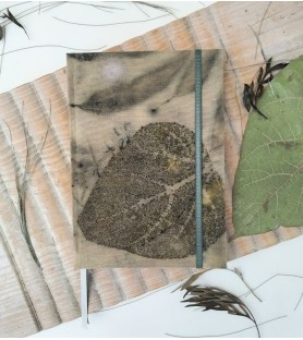 Bitácora A5 Ecoprint sobre tinte de cáscara de cebolla