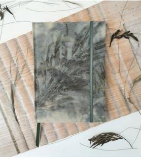 Bitácora A5 Ecoprint sobre tinte de yerba mate